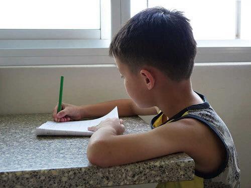 فرزندی که با درس خواندنش، مادرش را سکته داد!