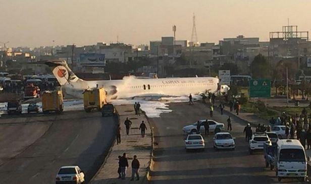 فرود بوئینگ کاسپین در اتوبان ماهشهر ـ اهواز ، مسافران آسیب ندیدند