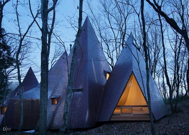 خانه ای به شکل تی پی در میان جنگل