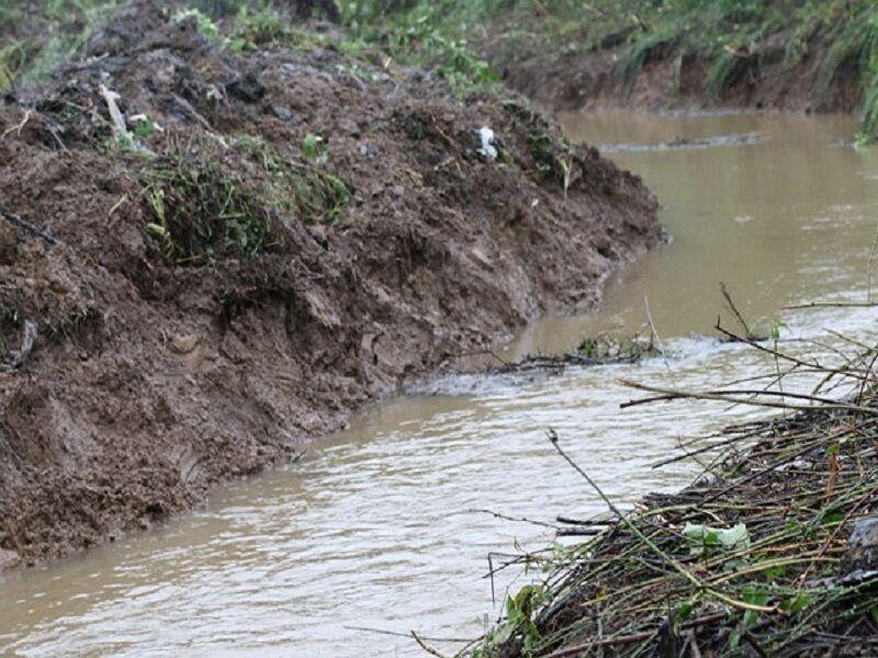 خبرنگاران اداره منابع آب آستارا شالیکاران را به لایروبی انهار فرا خواند
