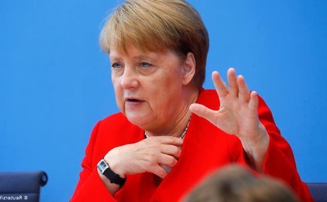 مرکل: اتحادیه اروپا به فکر خروج آمریکا از نقش رهبری دنیا باشد
