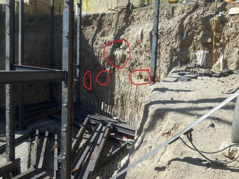 خبرنگاران گودبرداری یک واحد مسکونی در بیجار منجر به کشف گورهای قدیمی شد