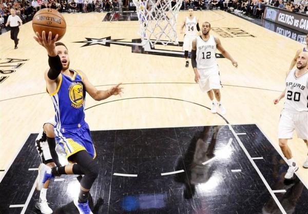 لیگ NBA، پیروزی تیم بسکتبال وریرز با 62 امتیاز کری، لس آنجلسی ها حریفان خود را شکست دادند