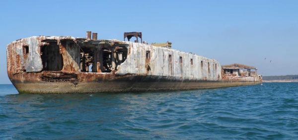 سفر به آمریکا: کشتی های عجیب بتنی