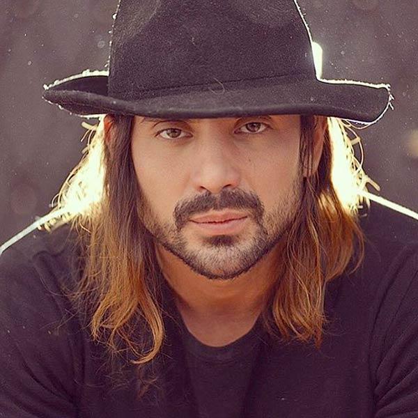 بیوگرافی امیرعباس گلاب خواننده و آهنگساز ایرانی