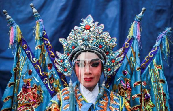سال نو چینی در سایه کرونا، از دعا در معابد تا جشن خیابانی (