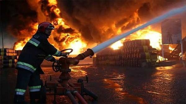 آتش نشانان اهوازی شعله های آتش را خاموش کردند
